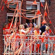 NLD/Weert/20110430 - Koninginnedag 2011 in Weert, publik in oranje