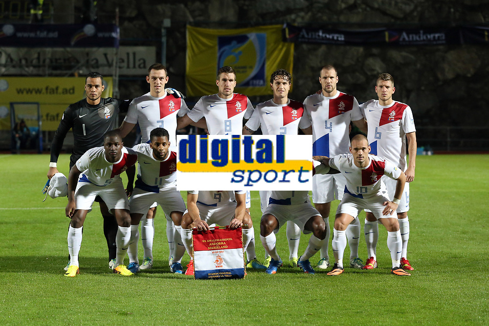 Football - FIFA World cup 2014 - Qualifying Group D - Andorra v Netherlands on September 10, 2013 in Andorra La Vella, Andorra - Photo Manuel Blondeau / AOP Press / DPPI - Players of Netherlands pose prior to the match