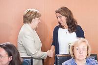 30 AUG 2017, BERLIN/GERMANY:<br /> Angela Merkel (L), CDU, Bundeskanzlerin, und Aydan Oezoguz (R), SPD, Staatsministerin bei der Bundeskanzlerin als Beauftragte der Bundesregierung fuer Migration, Fluechtlinge und Integration, im Gespraech, vor Beginn der Kabinettsitzung, Bundeskanzleramt<br /> IMAGE: 20170830-01-003<br /> KEYWORDS: Kabinett, Sitzung, Gespr&auml;ch, Aydan &Ouml;zoğuz