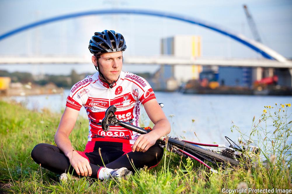 364905-Jelle Eyselbergs coureur, die viel op de brug van Grobbendonk