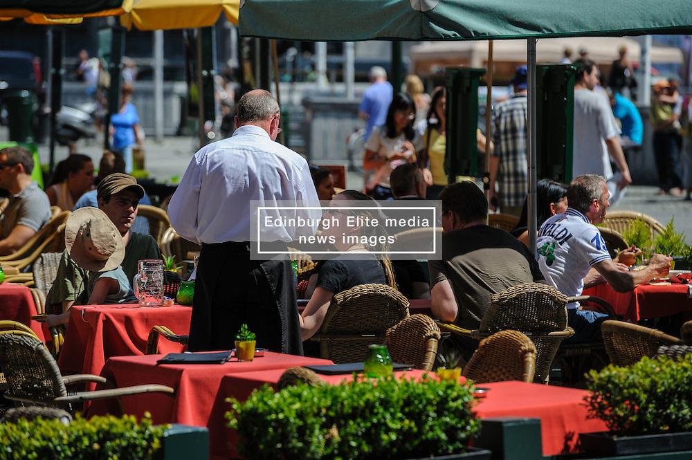 A busy café in Grote markt, Bruges, Belgium.<br /> <br /> (c) Andrew Wilson | Edinburgh Elite media