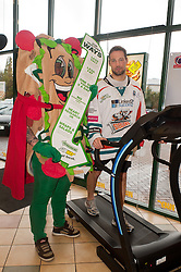 Sheffield Steelers Ben Simon with Subman on the treadmill at the Sheffield Centertainment branch of Subway ..26  October 2010 .Images © Paul David Drabble