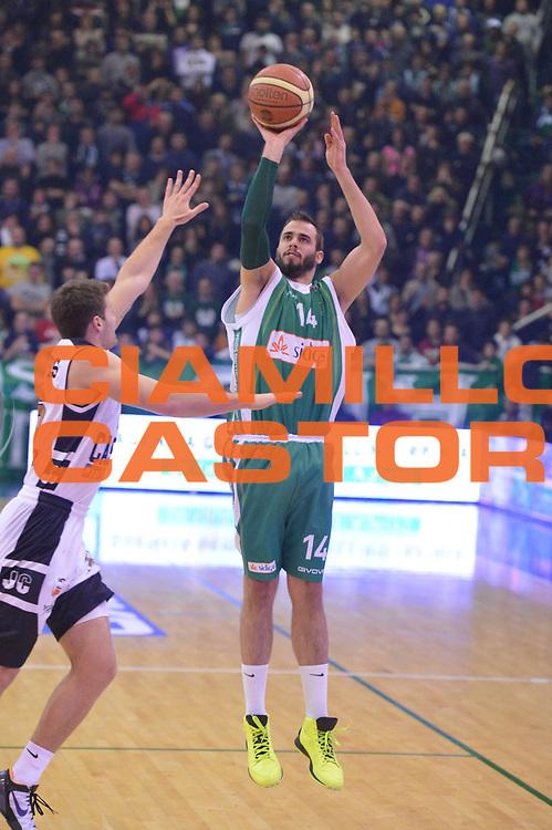 DESCRIZIONE : Avellino Lega A 2012-13 Sidigas Avellino Juve Caserta<br /> GIOCATORE : Dragovic Nikola<br /> CATEGORIA : three points<br /> SQUADRA : Sidigas Avellino<br /> EVENTO : Campionato Lega A 2012-2013 <br /> GARA : Sidigas Avellino Juve Caserta<br /> DATA : 30/12/2012<br /> SPORT : Pallacanestro <br /> AUTORE : Agenzia Ciamillo-Castoria/GiulioCiamillo<br /> Galleria : Lega Basket A 2012-2013  <br /> Fotonotizia : Avellino Lega A 2012-13 Sidigas Avellino Juve Caserta<br /> Predefinita :