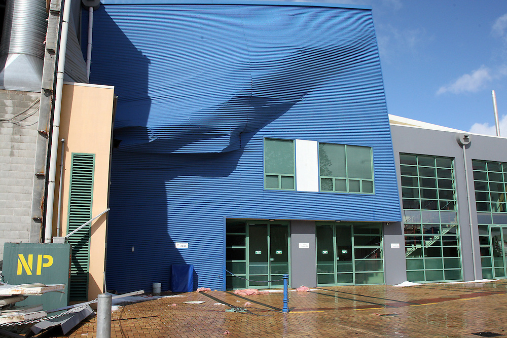 Heavy snow causes Stadium Southland's roof to collapse, Invercargill, New Zealand, Monday, September 20, 2010. Credit:SNPA / Dianne Manson.