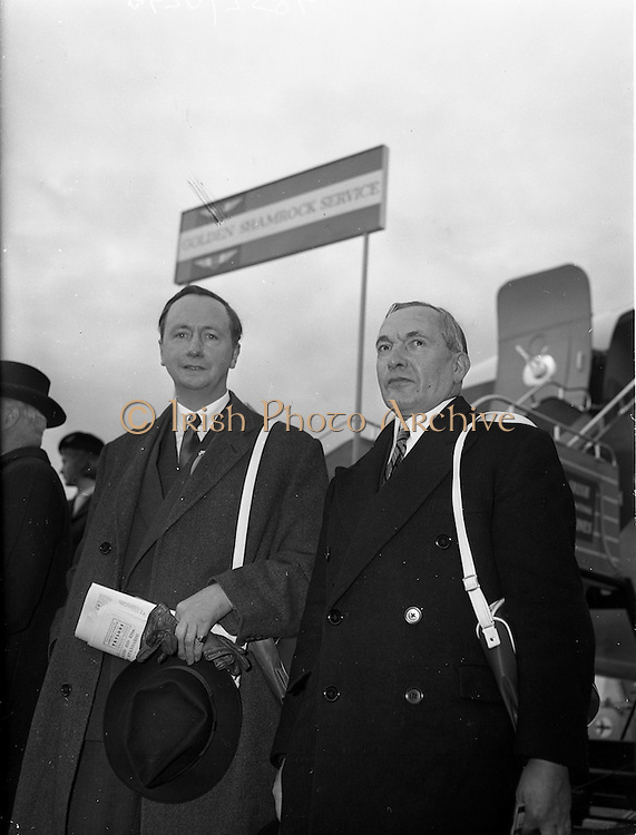 06/12/1960<br /> 12/06/1960<br /> 06 December 1960<br /> Inaugural flight of new Irish Boeing Jetliner &quot;Padraig&quot; to New York. Image shows passengers preparing to depart Dublin Airport (l-r):  Right Honourable R.G. Kinahan E.R.D., J.P., Lord Mayor of Belfast and Mr. David Newburn, Permanent Secretary to the Lord Mayor of Belfast about to bord the aircraft at Dublin Airport.