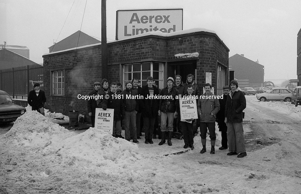 Aerex strikers picket during their strike against redundancies. Sheffield. 16-12-1981
