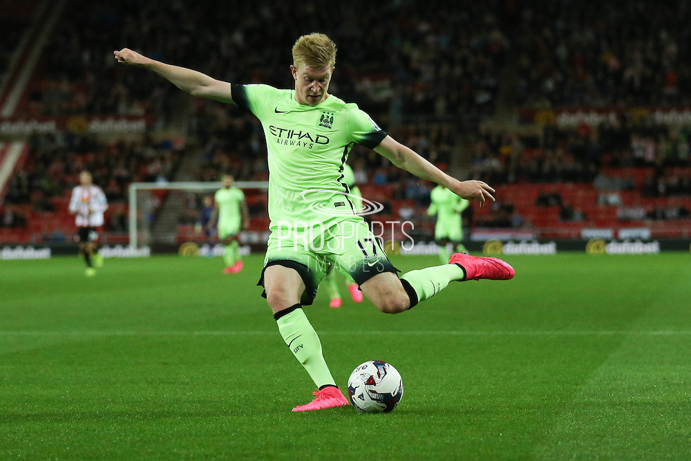 Manchester City midfielder Kevin De Bruyne scores  during the Capital One Cup match between Sunderland and Manchester City at the Stadium Of Light, Sunderland, England on 22 September 2015. Photo by Simon Davies.