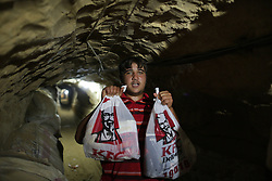 59645971  .A man holds KFC food in the underground tunnel beneath the Gaza-Egypt border in the southern Gaza Strip city of Rafah on May 15, 2013.  Ordering fast food from one of the world s most popular restaurants KFC has become possible in Gaza after Al-Yamama delivery company started to bring the food from the Egyptian north Sinai, which borders Gaza, May 15, 2013. Photo by: imago / i-Images. UK ONLY