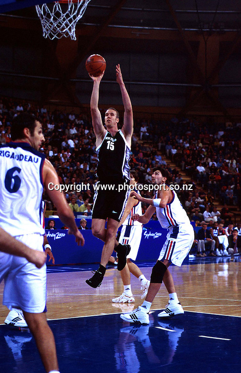 Tony Rampton during the Men's basketball match between the New Zealand Tall Blacks and France at the Olympics in Sydney, Australia on 17 September, 2000. Photo: PHOTOSPORT<br />