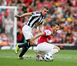 25.09.2010, Emirates Stadium, London, ENG, PL, Arsenal vs west Bromwich Albion, im Bild Arsenal's Andrei Arshavin  is fouled by West Brom's James Morrison, EXPA Pictures © 2010, PhotoCredit: EXPA/ IPS/ Mark Greenwood *** ATTENTION *** UK AND FRANCE OUT! / SPORTIDA PHOTO AGENCY