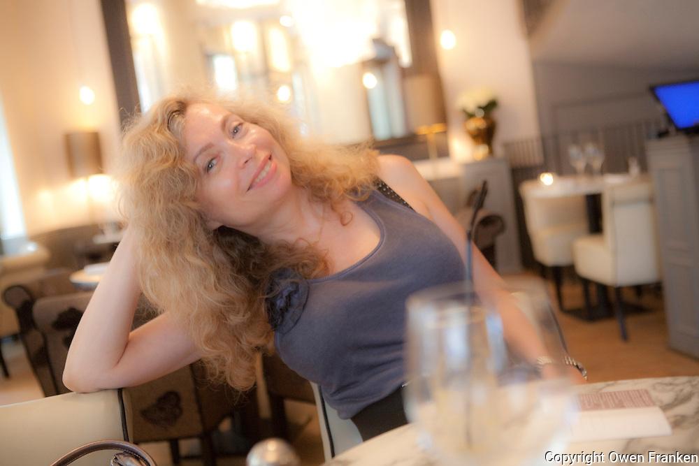 Anny Jolec, Paris