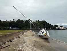 Auckland-Yacht washed up after storm, Oahu Bay
