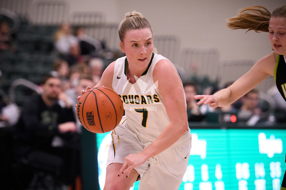 5th year guard Sara Hubenig (7) of the Regina Cougars in action during the home opener on November  10 at Centre for Kinesiology, Health and Sport. Credit: Arthur Ward/Arthur Images