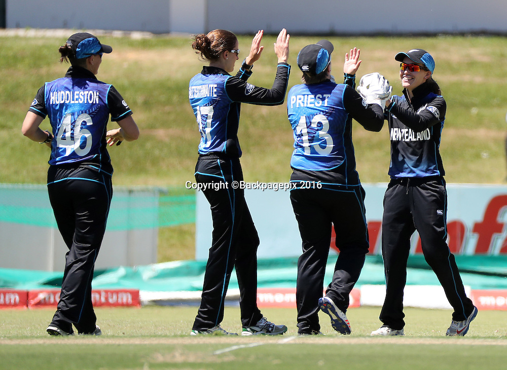Natalie Dodd (r) celebrates with bowler Amy Satterthwaite of New Zealand (l) and her teammates after running out Odine Kirsten of South Africa during the 2016 International ODI Womens cricket match between South Africa and New Zealand at Boland Park, Paarl on 16 October 2016 ©Chris Ricco/BackpagePix