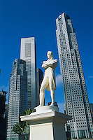 Singapour, La statue de Raffles, Boat Quay et le Busness center. // Singapore. Raffles statue, Boat Quay and Busness center