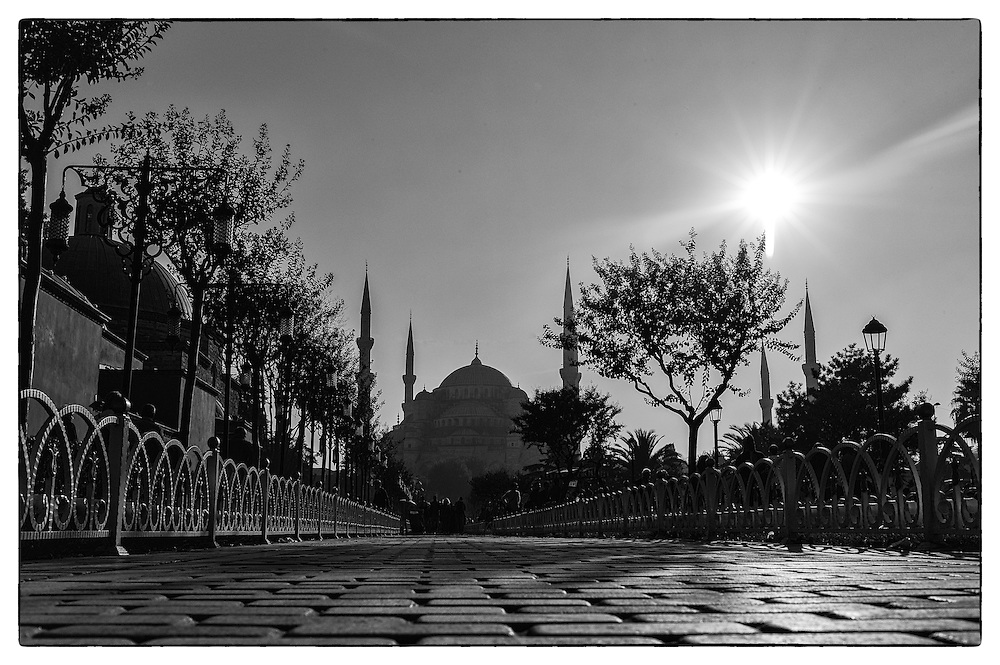 Black and white image of the blue mosque in Sultanahmet, Istanbul
