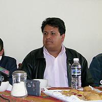 Toluca, Mex.- Angel Mejia Plata candidato del partido convergencia a la presidencia municipal de Ocoyoacac, anuncia su adhesion a la candidatura de Santiago Rivera, candidato del PRI para las proximas eleciones extraordinarias del 3 de septiembre. Agencia MVT / Ginarely Valencia A. (DIGITAL)<br /> <br /> NO ARCHIVAR - NO ARCHIVE
