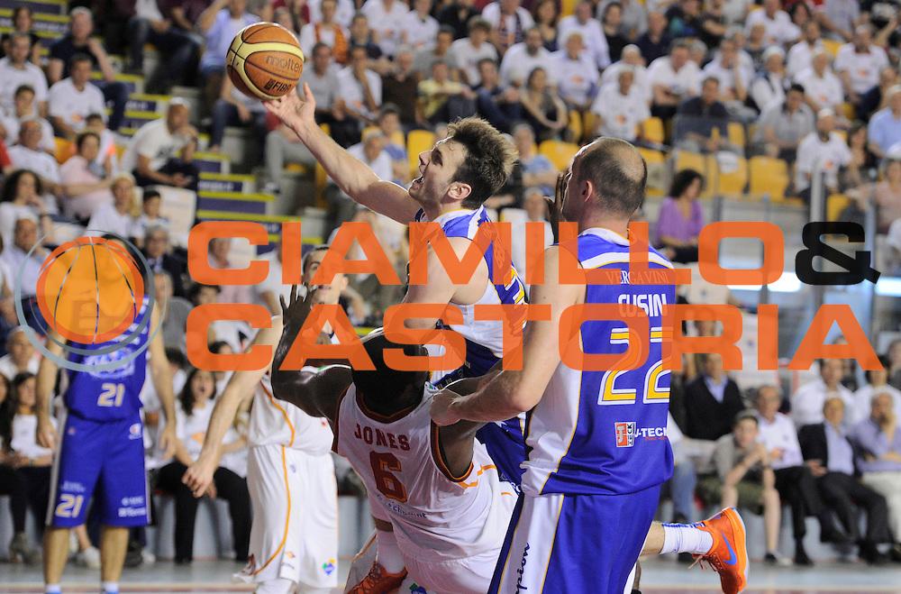DESCRIZIONE : Roma Lega A 2013-14 <br /> Quarti di finale <br /> Acea Virtus Roma - Acqua Vitasnella Cantu<br /> GIOCATORE : Stefano Gentile<br /> CATEGORIA : penetrazione tiro <br /> SQUADRA : Acea Virtus Roma<br /> EVENTO : Campionato Lega A 2013-2014 <br /> GARA : Acea Virtus Roma - Acqua Vitasnella Cantu<br /> DATA : 24/05/2014<br /> SPORT : Pallacanestro <br /> AUTORE : Agenzia Ciamillo-Castoria/N. Dalla Mura<br /> Galleria : Lega Basket A 2013-2014  <br /> Fotonotizia : Roma Lega A 2013-14 Acea Virtus Roma - Acqua Vitasnella Cantu