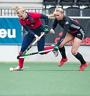 AMSTELVEEN - Hockey - Hoofdklasse competitie dames. AMSTERDAM-LAREN (2-0)  .Laurien Leurink (Laren) met  Jacky Schoenaker (A'dam)   COPYRIGHT KOEN SUYK