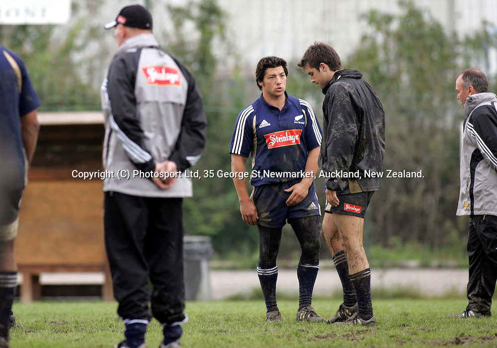 Byron Kelleher and Conrad Smith talk during training at the Capitolina rugby club in Rome Wednesday November11, 2004, as the team prepare for the New Zealand V Italy rugby test, Saturday.<br />