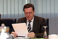 09 JAN 2005, BERLIN/GERMANY:<br /> Gerhard Schroeder, SPD, Bundeskanzler, liest in seinen Unterlagen, vor Beginn der Sitzung des SPD Praesidiums zum Auftakt der Klausurtagungen, Willy-Brandt-Haus<br /> IMAGE: 20050109-01-007<br /> KEYWORDS: Präsidium, Gerhard Schröder, lesen, Akte, Akten