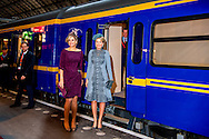 30-11-2016 AMSTERDAM - Royal Departure by train from Amsterdam Central Station to Utrecht Central Station. Visit of Queen Maxima and Queen Mathilde at Utrecht Central Station, King Philippe and Queen Mathilde and King Maxima and King William Alexander during day three of the state visit to the Netherlands. State Visit to the Netherlands during day three of the state visit to the Netherlands of King of the Belgians Filip accompanied by Queen Mathilde. King Willem Alexander and Queen Maxima. COPYRIGHT ROBIN UTRECHT<br /> 30-11-2016 AMSTERDAM  - Vertrek per Koninklijke Trein van Amsterdam CS naar Utrecht Centraal Station. Bezoek van Koningin M&aacute;xima en Koningin Mathilde aan Utrecht Centraal Station Koning Filip and koningin mathilde en koning Maxima en koning willem Alexander tijdens dag 3 van het Staatsbezoek aan Nederland. Staatsbezoek aan Nederland van tijdens dag 3 van het Staatsbezoek aan Nederland van Koning Filip der Belgen vergezeld door Koningin Mathilde. Koning Willem Alexander en koningin Maxima. COPYRIGHT ROBIN UTRECHT