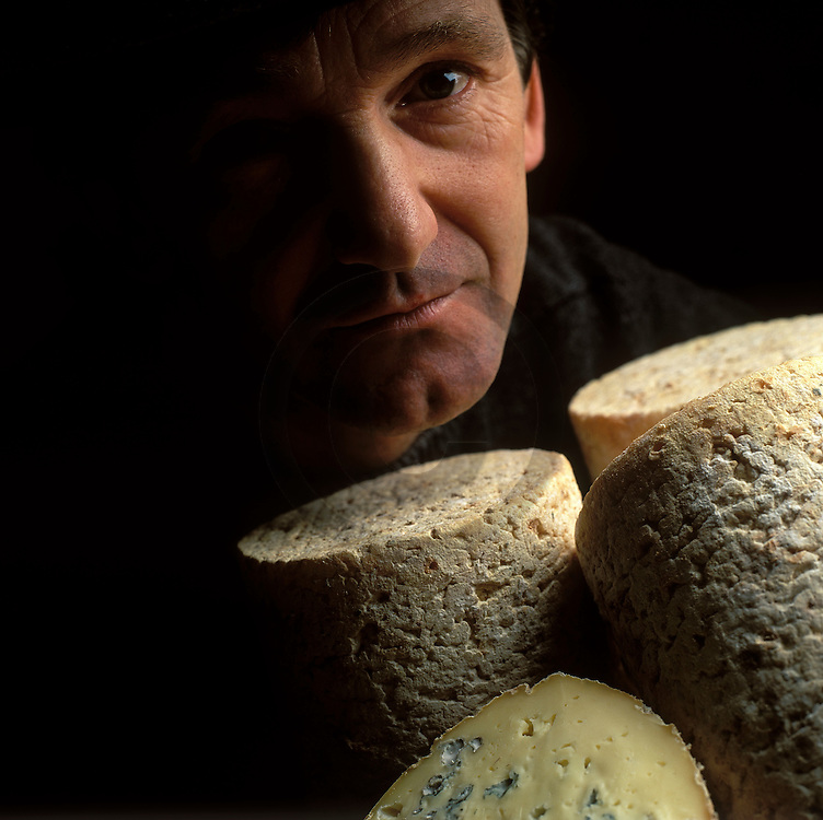 22/01/07 - AMBERT - PUY DE DOME - FRANCE - Foumes fermieres d Ambert. Fromage AOC d Auvergne - Photo Jerome CHABANNE