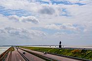 de aflsuitdijk in noord holland  De door Cornelis Lely in 1932 voltooide Afsluitdijk die de Waddenzee van de Zuiderzee (huidige IJsselmeer) scheidt. ROBIN UTRECHT