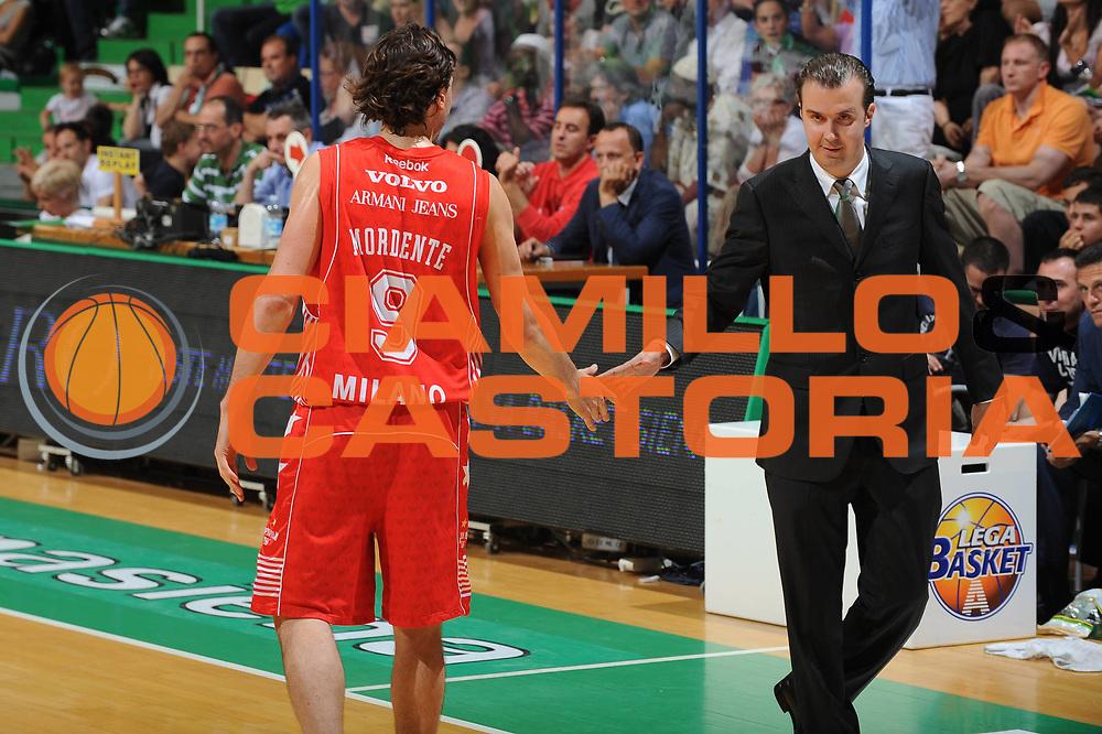 DESCRIZIONE : Siena Lega A 2009-10 Playoff Finale Gara 1 Montepaschi Siena Armani Jeans Milano<br /> GIOCATORE : Simone Pianigiani Coach<br /> SQUADRA : Montepaschi Siena Armani Jeans Milano <br /> EVENTO : Campionato Lega A 2009-2010 <br /> GARA : Montepaschi Siena Armani Jeans Milano<br /> DATA : 13/06/2010<br /> CATEGORIA : Fair Play<br /> SPORT : Pallacanestro <br /> AUTORE : Agenzia Ciamillo-Castoria/GiulioCiamillo<br /> Galleria : Lega Basket A 2009-2010 <br /> Fotonotizia : Siena Lega A 2009-10 Playoff Finale Gara 1 Montepaschi Siena Armani Jeans Milano<br /> Predefinita :