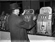 14/10/1952<br /> 10/14/1952<br /> 14 October 1952<br /> Slot machines on Abbey Street, Dublin. Premises unknown.