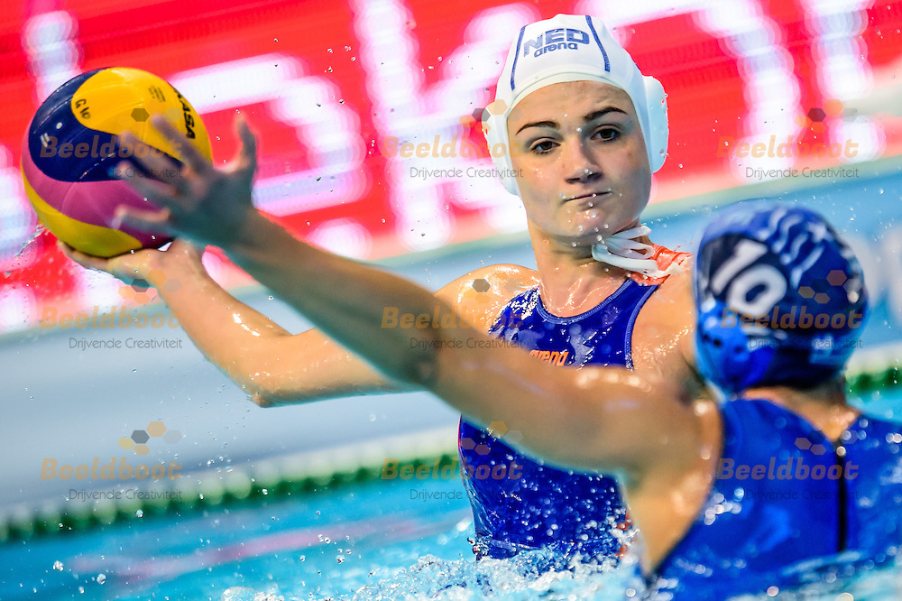 18-01-2016: waterpolo: Nederland v Griekenland: Belgrado<br /> <br /> MEGENS Maud of team Netherlands<br /> <br /> Waterpolomatch between team women Netherlands vs Greece during LEN European Championship waterpolo 2016 in Belgrade<br /> <br /> Foto: Gertjan Kooij
