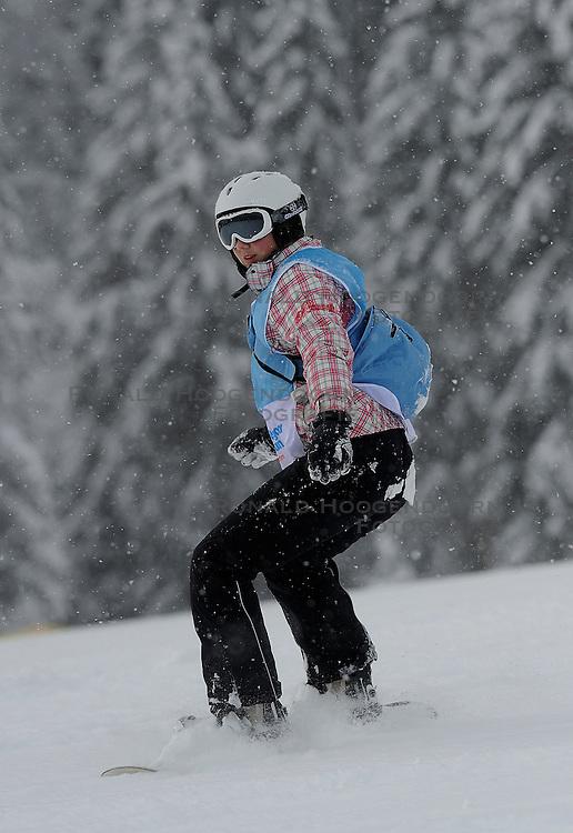 20-01-2011 ALGEMEEN: WINTERSPORTKAMP BVDGF: FLACHAU<br /> Het Wintersportkamp 2011 is een kamp voor 40 kinderen met diabetes type 1 in de leeftijd van 12 t/m 16 jaar <br /> &copy;2011-WWW.FOTOHOOGENDOORN.NL