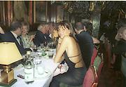 Countess Leopold von Bismarck,  Cartier party. Annabels nightclub, London. Dec, 2001. © Copyright Photograph by Dafydd Jones 66 Stockwell Park Rd. London SW9 0DA Tel 020 7733 0108 www.dafjones.com