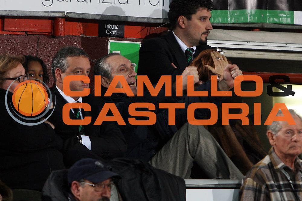 DESCRIZIONE : Caserta Lega A1 2008-09 Eldo Caserta Montepaschi Siena<br /> GIOCATORE : Ferdinando Minucci<br /> SQUADRA : Montepaschi Siena<br /> EVENTO : Campionato Lega A1 2008-2009 <br /> GARA : Eldo Caserta Montepaschi Siena<br /> DATA : 28/12/2008 <br /> CATEGORIA : esultanza<br /> SPORT : Pallacanestro <br /> AUTORE : Agenzia Ciamillo-Castoria/E.Castoria<br /> Galleria : Lega Basket A1 2008-2009<br /> Fotonotizia : Caserta Campionato Italiano Lega A1 2008-2009 Eldo Caserta Montepaschi Siena<br /> Predefinita : si