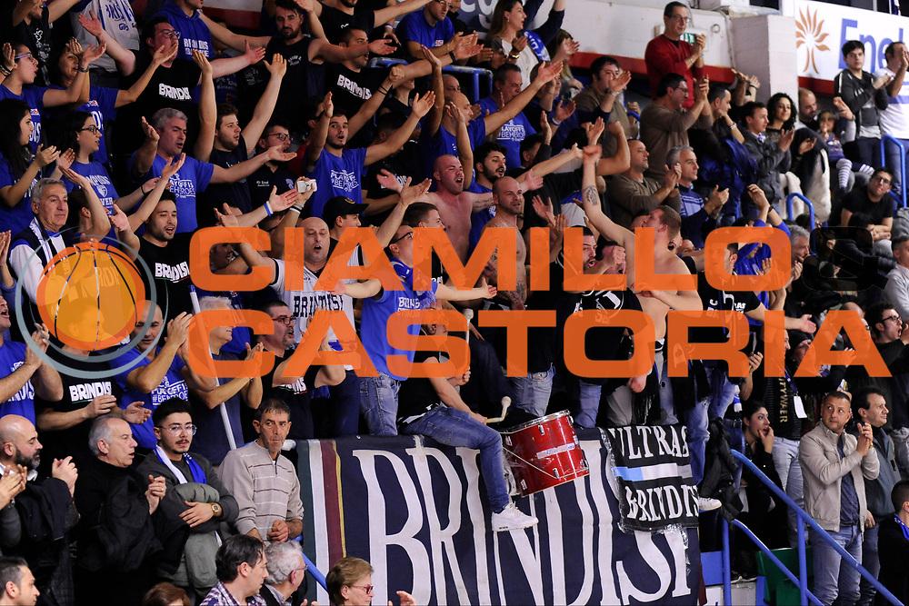 DESCRIZIONE : Brindisi  Lega A 2015-16<br /> Enel Brindisi Acqua Vitasnella Cantu'<br /> GIOCATORE : Ultras Tifosi Spettatori Pubblico<br /> CATEGORIA : Ultras Tifosi Spettatori Pubblico<br /> SQUADRA : Enel Brindisi<br /> EVENTO : Campionato Lega A 2015-2016<br /> GARA :Enel Brindisi Acqua Vitasnella Cantu'<br /> DATA : 14/02/2016<br /> SPORT : Pallacanestro<br /> AUTORE : Agenzia Ciamillo-Castoria/D.Matera<br /> Galleria : Lega Basket A 2015-2016<br /> Fotonotizia : Brindisi  Lega A 2015-16 Enel Brindisi Acqua Vitasnella Cantu'<br /> Predefinita :