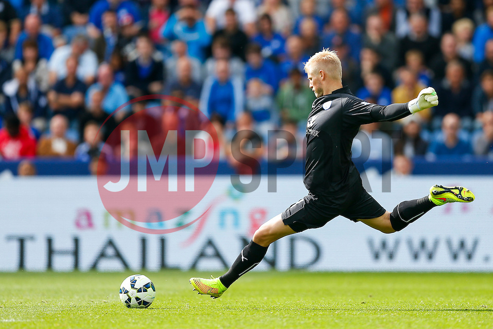 Kasper Schmeichel of Leicester City in action - Photo mandatory by-line: Rogan Thomson/JMP - Mobile: 07966 386802 16/08/2014 - SPORT - FOOTBALL - Leicester - King Power Stadium - Leicester City v Everton - Barclays Premier League