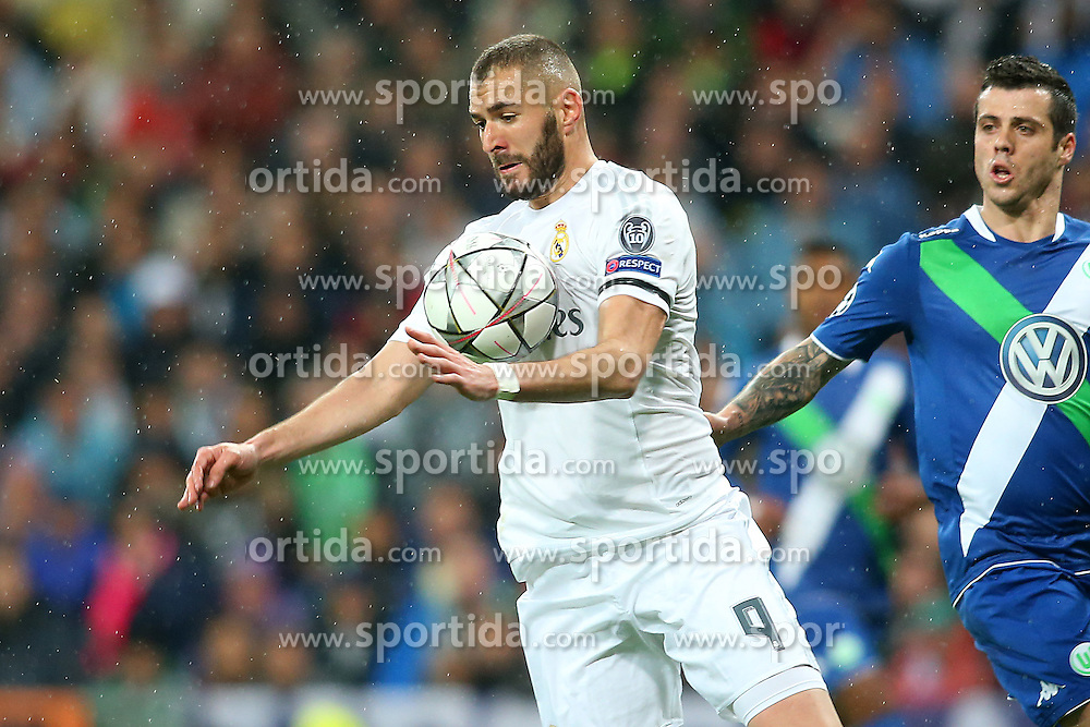 12.04.2016, Estadio Santiago Bernabeu, Madrid, ESP, UEFA CL, Real Madrid vs VfL Wolfsburg, Viertelfinale, Rueckspiel, im Bild Real Madrid's Karim Benzema // during the UEFA Champions League Quaterfinal, 2nd Leg match between Real Madrid and VfL Wolfsburg at the Estadio Santiago Bernabeu in Madrid, Spain on 2016/04/12. EXPA Pictures &copy; 2016, PhotoCredit: EXPA/ Alterphotos/ Acero<br /> <br /> *****ATTENTION - OUT of ESP, SUI*****