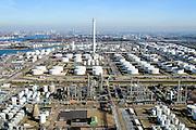 Nederland, Zuid-Holland, Rotterdam, 18-02-2015. Vondelingenplaat, Shell Pernis, de grootste raffinaderij van Europa. Op het terrein bevinden zich ook chemische fabrieken. <br /> Shell Pernis, the largest refinery in Europe, the site includes several chemical plants.<br /> luchtfoto (toeslag op standard tarieven);<br /> aerial photo (additional fee required);<br /> copyright foto/photo Siebe Swart