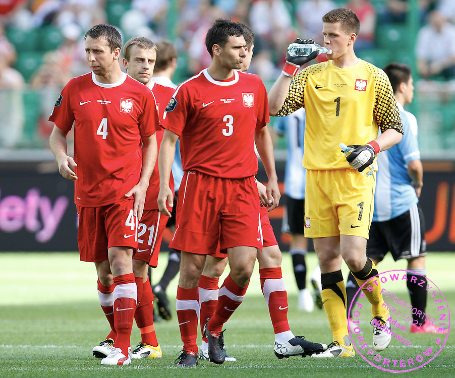 WARSZAWA 05/06/2011.FOOTBALL.INTERNATIONAL FRIENDLY.POLAND v ARGENTINA.JAKUB WAWRZYNIAK /4/, GRZEGORZ WOJTKOWIAK /3/ , WOJCIECH SZCZESNY /1/.PHOTO BY: PIOTR HAWALEJ / WROFOTO