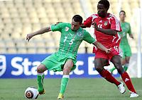 FOOTBALL - AFRICAN NATIONS CUP 2010 - GROUP A - MALAWI v ALGERIA - 11/01/2010 - PHOTO MOHAMED KADRI / DPPI - KARIM ZIANI (ALG) / ROBERT N'GAMBI (MAL)