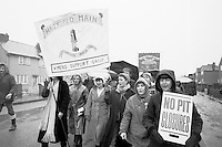 Hatfield Womens Support group marching to join the picket line during the 84/85 miners strike...© Martin Jenkinson tel 0114 258 6808  mobile 07831 189363 email martin@pressphotos.co.uk  NUJ recommended terms & conditions apply. Copyright Designs & Patents Act 1988. Moral rights asserted credit required. No part of this photo to be stored, reproduced, manipulated or transmitted by any means without prior written permission.
