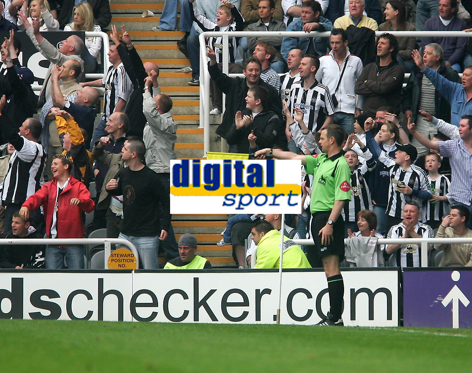 Photo: Andrew Unwin.<br /> Newcastle United v Chelsea. The Barclays Premiership. 07/05/2006.<br /> Newcastle fans cheer as the assistant referee rules offside against a Chelsea goal.
