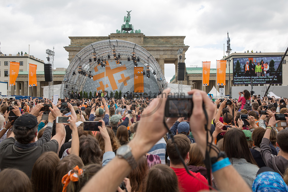 Berlin, Germany - 25.05.2017<br /> <br /> Visitos taking photos of Merkel and Obama. The German Protestant Church Assembly (&quot;Deutscher Evangelischer Kirchentag&rdquo;) in Berlin. Tens of thousands attend the church convention talk of Angela Merkel and Barack Obama in front of the Brandenburg Gate.<br /> <br /> Kirchentagsbesucher machen Fotos von Merkel und Obama. Deutscher Evangelischer Kirchentag 2017 in Berlin. Zehntausende verfolgen das Kirchentag-Gespraech mit Angela Merkel und Barack Obama am Brandenburger Tor. <br /> <br /> Photo: Bjoern Kietzmann