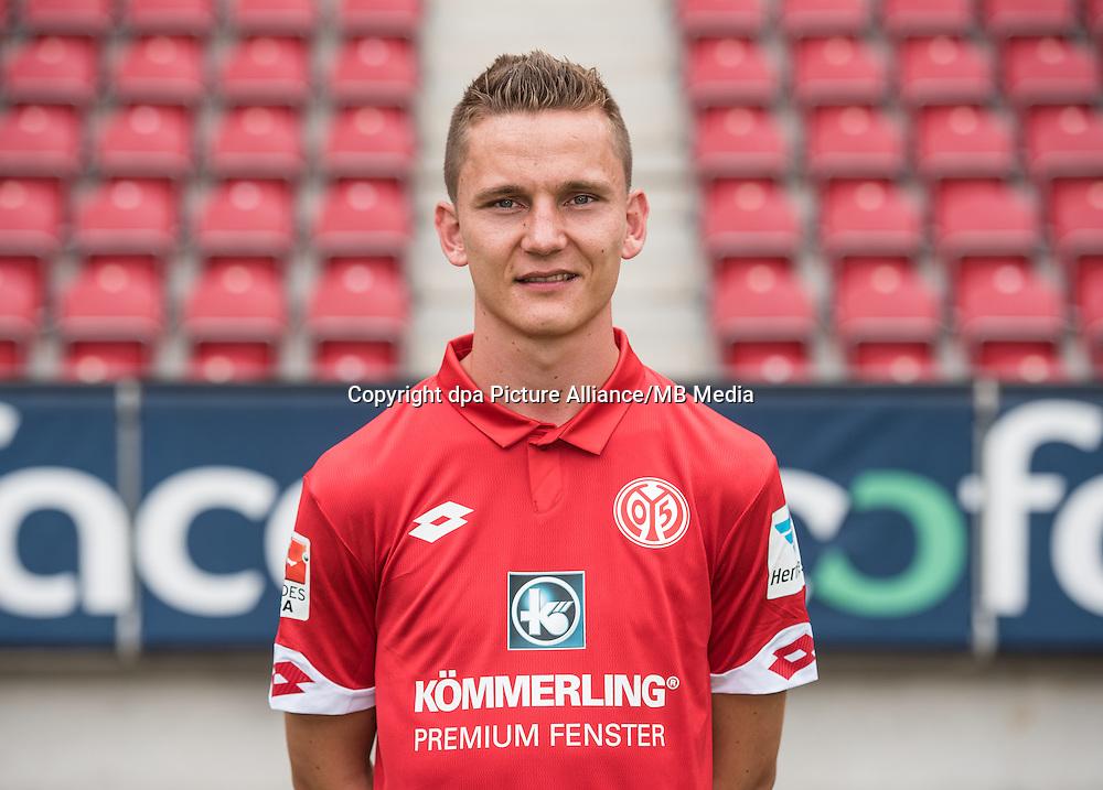 German Bundesliga - Season 2016/17 - Photocall FSV Mainz 05 on 25 July 2016 in Mainz, Germany: Niko Bungert (26). Photo: Andreas Arnold/dpa | usage worldwide