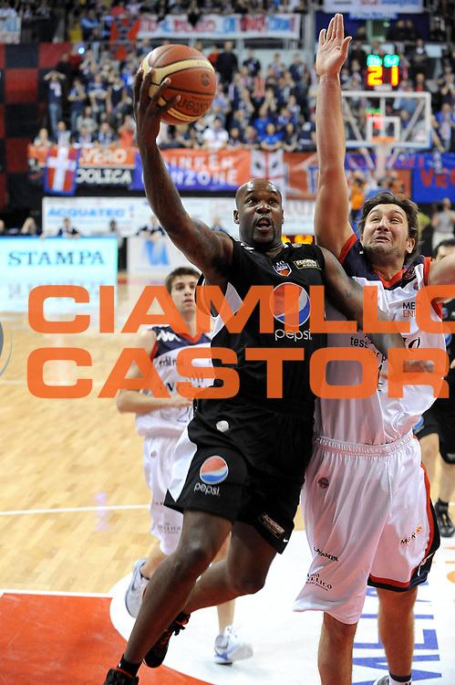 DESCRIZIONE : Biella Lega A 2010-11 Angelico Biella Pepsi Caserta<br /> GIOCATORE : Ebi Ere<br /> SQUADRA : Pepsi Caserta<br /> EVENTO : Campionato Lega A 2010-2011 <br /> GARA : Angelico Biella Pepsi Caserta<br /> DATA : 23/01/2011<br /> CATEGORIA : Penetrazione Tiro<br /> SPORT : Pallacanestro <br /> AUTORE : Agenzia Ciamillo-Castoria/ L.Goria<br /> Galleria : Lega Basket A 2010-2011  <br /> Fotonotizia : Biella Lega A 2010-11 Angelico Biella Pepsi Caserta<br /> Predefinita :