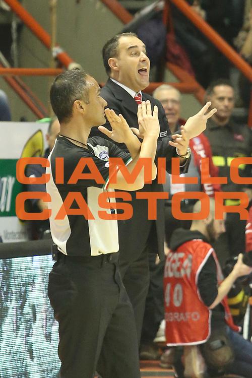 DESCRIZIONE : Campionato 2014/15 Giorgio Tesi Group Pistoia - Umana Reyer Venezia<br /> GIOCATORE : Moretti Paolo<br /> CATEGORIA : Allenatore Coach Mani Cambio<br /> SQUADRA : Giorgio Tesi Group Pistoia<br /> EVENTO : LegaBasket Serie A Beko 2014/2015<br /> GARA : Giorgio Tesi Group Pistoia - Umana Reyer Venezia<br /> DATA : 14/03/2015<br /> SPORT : Pallacanestro <br /> AUTORE : Agenzia Ciamillo-Castoria/S.D'Errico<br /> Galleria : LegaBasket Serie A Beko 2014/2015<br /> Fotonotizia : Campionato 2014/15 Giorgio Tesi Group Pistoia - Umana Reyer Venezia<br /> Predefinita :