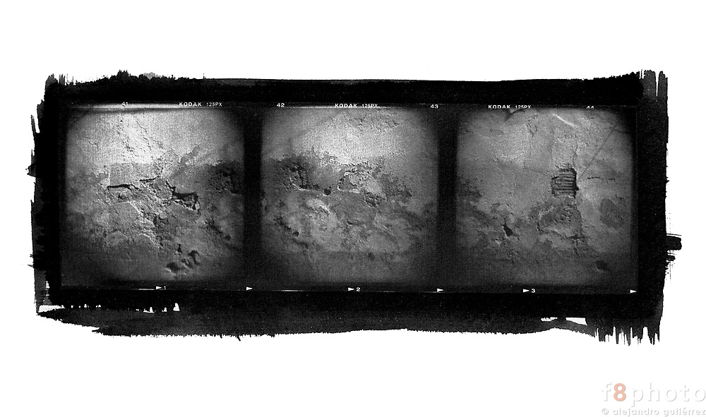 The city as a reference for an abstract aproach. The photos were made with a Holga camera and then printed in cyanotype. The result is a pictorial and abstract view of some details of odl constructions.