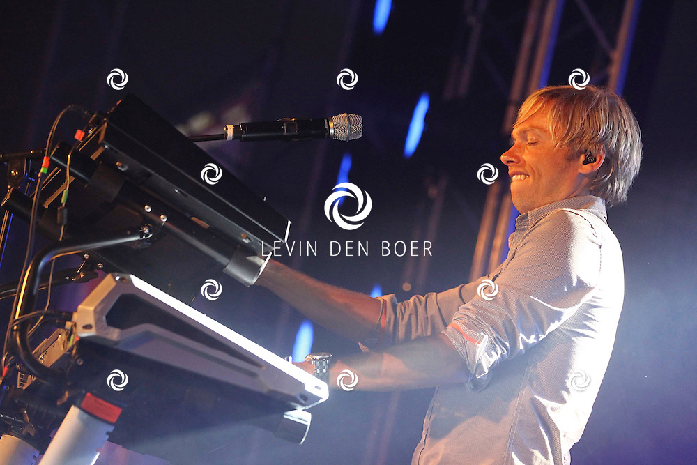 ALEM - Op alempop trad Milk Inc op met zanger Regi Penxten. FOTO LEVIN DEN BOER - PERSFOTO.NU
