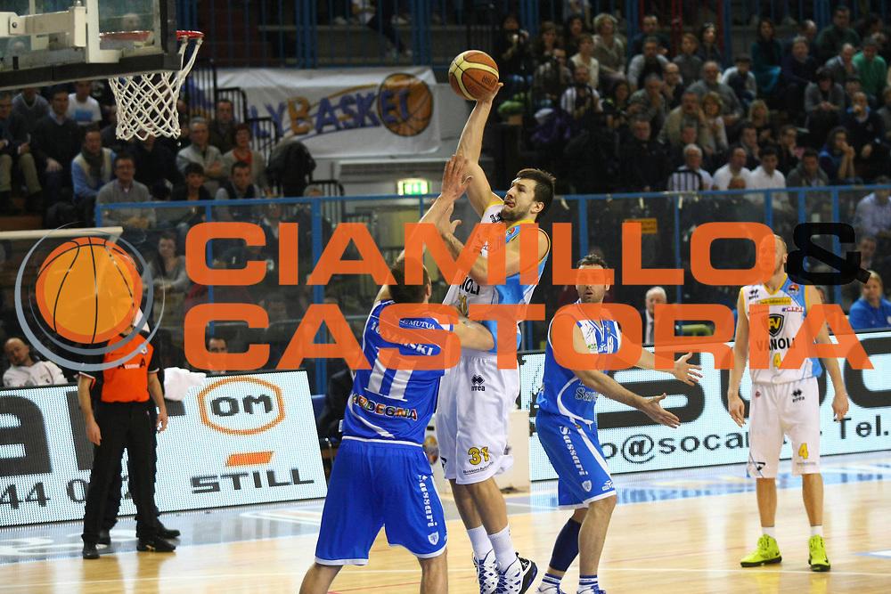 DESCRIZIONE : Cremona Lega A 2012-2013 Vanoli Cremona Banco di Sardegna Sassari<br /> GIOCATORE :  Andrija Stipanovic<br /> SQUADRA : Vanoli Cremona<br /> EVENTO : Campionato Lega A 2012-2013<br /> GARA : Vanoli Cremona Banco di Sardegna Sassari<br /> DATA : 24/03/2013<br /> CATEGORIA : Tiro<br /> SPORT : Pallacanestro<br /> AUTORE : Agenzia Ciamillo-Castoria/F.Zovadelli<br /> GALLERIA : Lega Basket A 2012-2013<br /> FOTONOTIZIA : Cremona Campionato Italiano Lega A 2012-13 Vanoli  Cremona Banco di Sardegna Sassari<br /> PREDEFINITA :