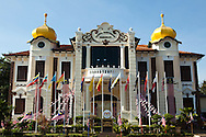 The Independence Memorial was set up in 1985. It is housed in the former Melaka Club, a British colonial building built in 1912. The memorial displays memorabilia and records related to the early history of the Malay Sultanate and the development of modern Malaysia. It also symbolises the indomitable spirit and courage of local Malays and other ethnic groups of Malaysia in their struggle for independence. Among the permanent exhibits here are historical pictures, manuscripts, videotapes, films and slides of events leading to the Declaration of Independence at the nearby Warrior's Field on Aug 31, 1957.Malaysia, was formerly known as Malaya.